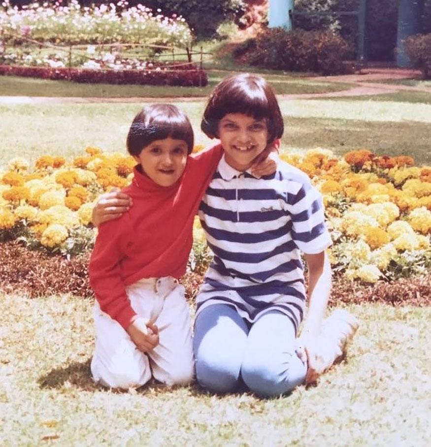 दीपिका पदुकोणचा हा बहिणीबरोबरचा लहानपणचा फोटो मध्यंतरी सोशल मीडियावर व्हायरल झाला होता.