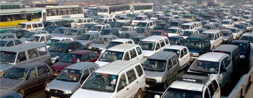 <strong>दिल्ली, भारतः</strong> भारताची राजधानी असणारं शहर म्हणजे दिल्लीचा देखील या यादीत समावेश आहे. दिल्लीमधलं गर्दीचं प्रमाण 58 टक्के आहे तर कामाच्या दिवसांमध्ये हे प्रमाण वाढतं. सकाळी जेव्हा ऑफिसला जाणाऱ्यांची रहदारी असते तेव्हा हे प्रमाण 73 टक्क्यांपर्यंत पोहोचतं तर, संध्याकाळी याची पातळी 93टक्के इतकी होते. (फोटोः Reuters)