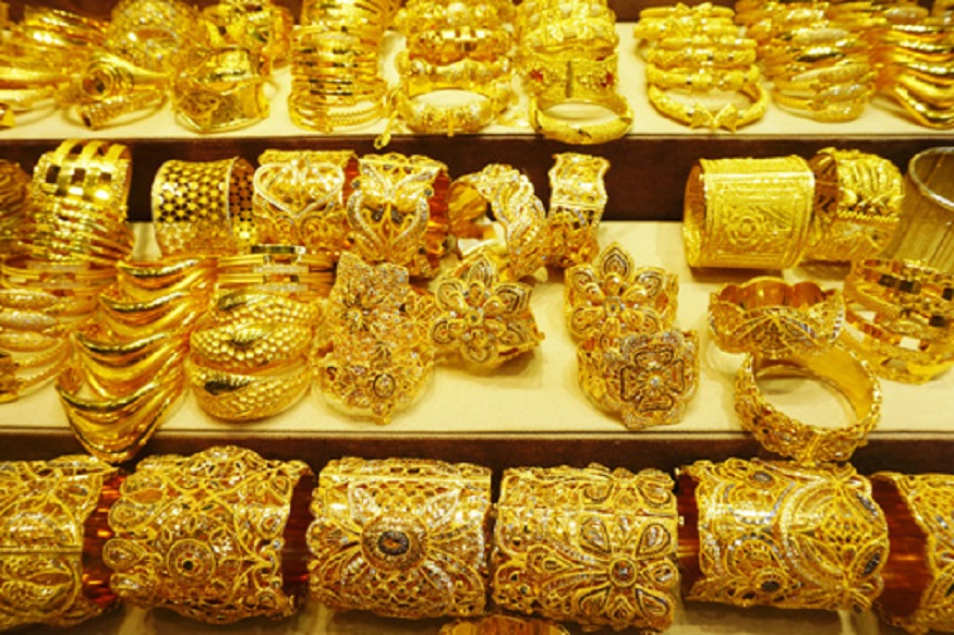 साप्ताहिक आधारावर डिलिवरीवाली चांदी 687 रुपयांनी वाढलीय. तिची किंमत आहे 39,397 रुपये प्रति किलोग्रॅम.