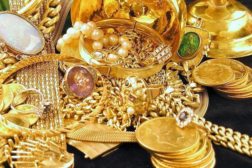 आंतरराष्ट्रीय स्तरावर न्यूयाॅर्कमध्ये सोनं 1,402.80 डॉलर प्रति औंस झालंय. तर चांदी 15.65 डॉलर प्रति औंस झाली.