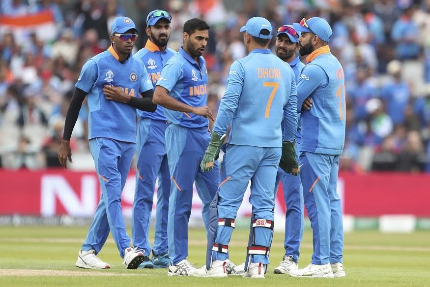 भारताचा वेगवान गोलंदाज भुवनेश्वर कुमारने 45 व्या षटकात कोलिन डी ग्रॅण्डहोमला बाद करून न्यूझीलंडला पाचवा धक्का दिला.