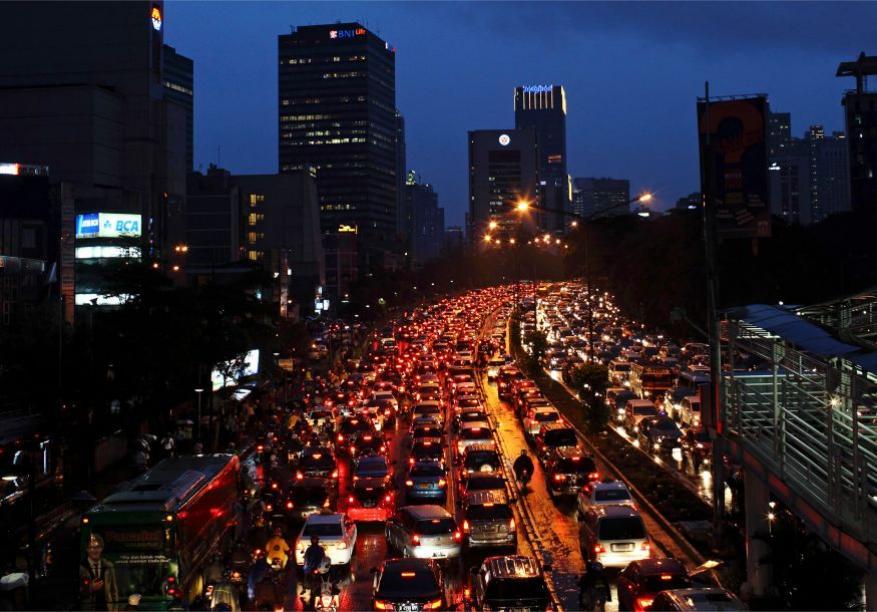 <strong>जाकार्ता, इंडोनेशियाः</strong> 53 टक्के इतकं रहदारीचं प्रमाण असणाऱ्या या इंडोनेशियाच्या राजधानीचा यादीत सातवा क्रमांक लागतो. जाकार्तामध्ये संध्याकाळी 5 ते 7 या वेळेत सर्वांत जास्त ट्रॅफिक असतं.
