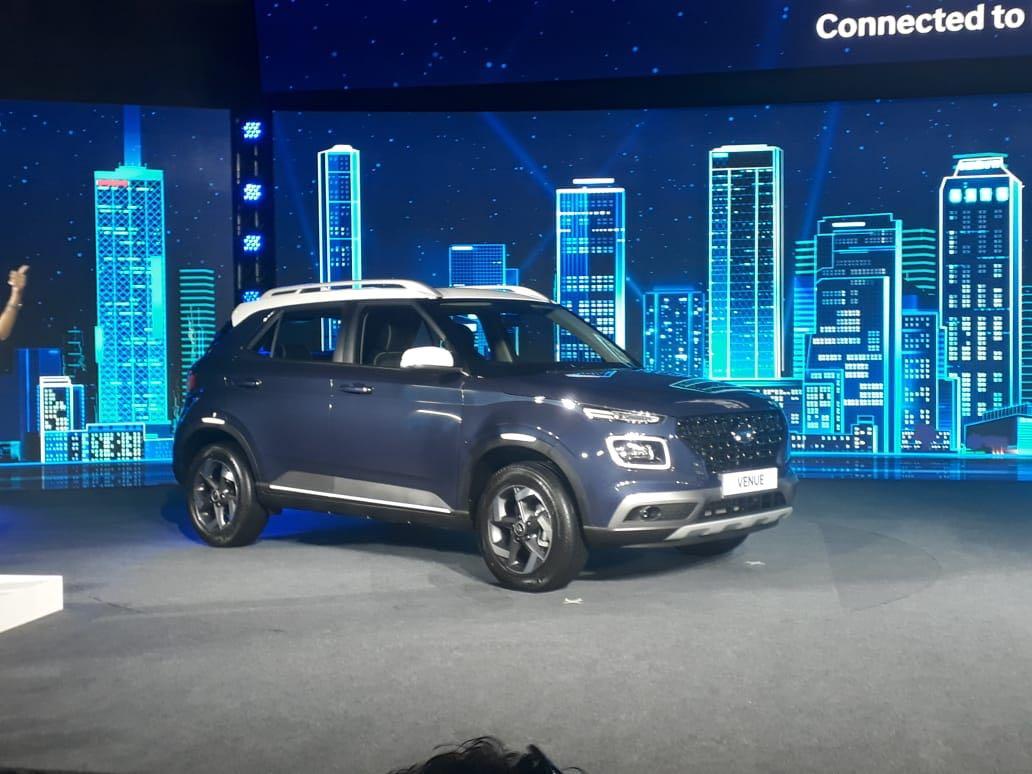 9. Hyundai Venue - या कारची जूनमध्ये 8762 युनिट्सची विक्री झाली. ही कार 9व्या नंबरवर आहे.