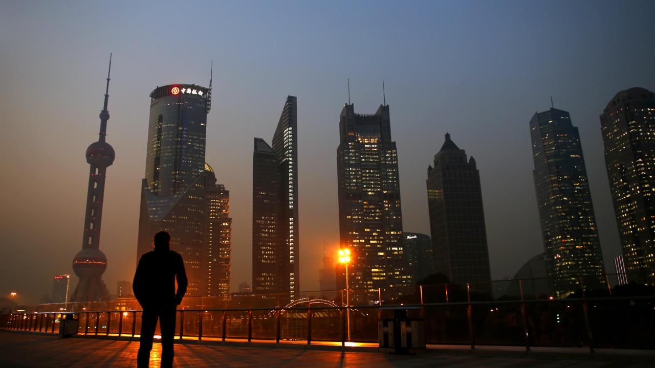 चीनमधील पर्यटन, तंत्रज्ञान, अर्थव्यवस्था हे अव्वल नंबरवर आहे. त्यामुळेच चीनमधील तिसऱ्या शहराचा समावेश यादीत आहे. शांघाय हे शहर सहाव्या क्रमांकावर या यादीमध्ये आहे. या शहराचं राहणीमान अतिश उच्चभ्रू आहे आणि असं असलं तरी, अनेक कंपन्यांना या शहरात व्यवसाय करणे शक्य नाही. (फोटो : Reuters)