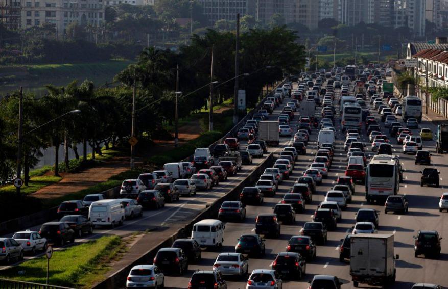 <strong>रेसिफे, ब्राझील </strong> या शहरात 49 टक्के वेळा ट्रॅफिक जॅम असतो. या शहरात सकाळी 7 ते 8 या आणि सायंकाळी 5 ते 8 या वेळेत सर्वाधिक ट्रॅफिक असतं.