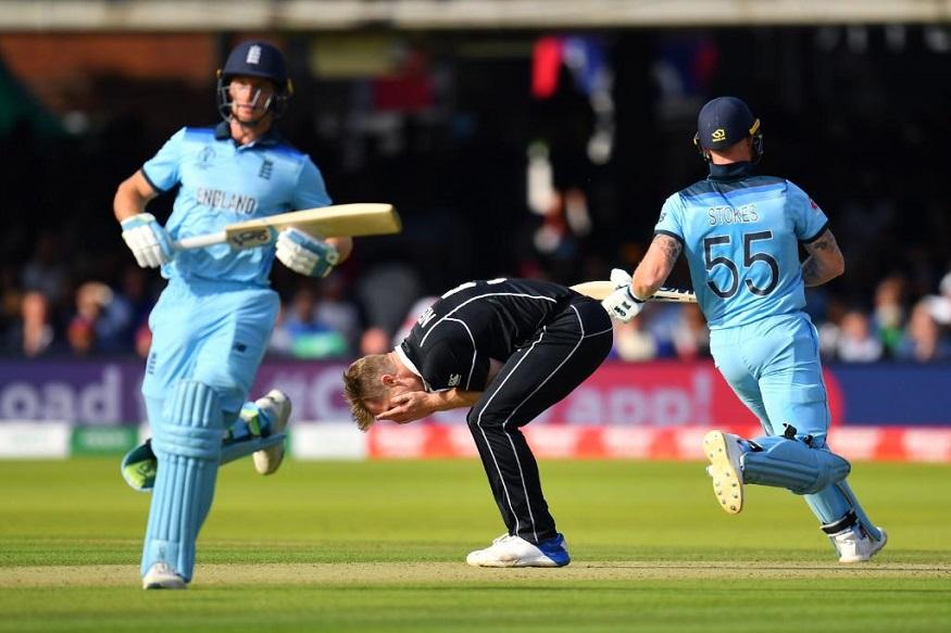 ICC Cricket World Cup मध्ये अंतिम सामन्यात इंग्लंडने सुपर ओव्हरमध्ये विजय मिळवला. न्यूझीलंड आणि इंग्लंडचा सामना 50 षटकांत आणि त्यानंतर सुपर ओव्हरमध्येही टाय झाला. अखेर सुपर ओव्हरच्या नियमानुसार इंग्लंडला विजेता घोषित करण्यात आलं. यावर आयसीसीला जगभरातील दिग्गजांनी धारेवर धरलं आहे.