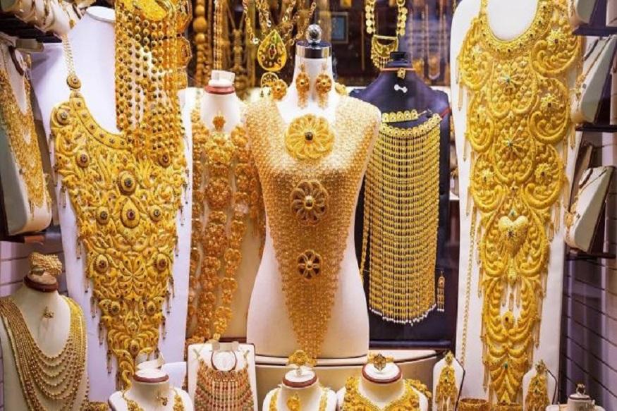 स्थानिक दुकानदारांची सोन्याची मागणी वाढल्यामुळे सोनं वधारलंय. आंतरराष्ट्रीय बाजारात सोनं 1415.80 डॉलर प्रति औंस होतं तर चांदी 15.50 डॉलर प्रति औंस होती.