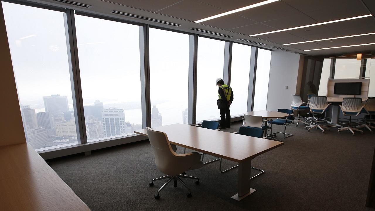 नंबर 1 -  Hong Kong Central - हाँगकाँगमधलं हे ठिकाण. अनेक मल्टिनॅशनल कंपन्यांची ऑफिसेस इथे आहेत.महाग ऑफिसेसमध्ये हे सर्वात महाग ठिकाण आहे. याची किंमत आहे 22012.08 रुपये प्रति चौरस फुट. (Image Source: Reuters)