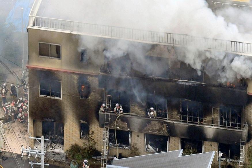 आगीनंतरचं बचावकार्य अनेक तास सुरू होतं. स्टुडिओमध्ये अडकलेल्या लोकांना सुखरूप बाहेर काढणं हे अत्यंत जोखमीचं काम होतं.