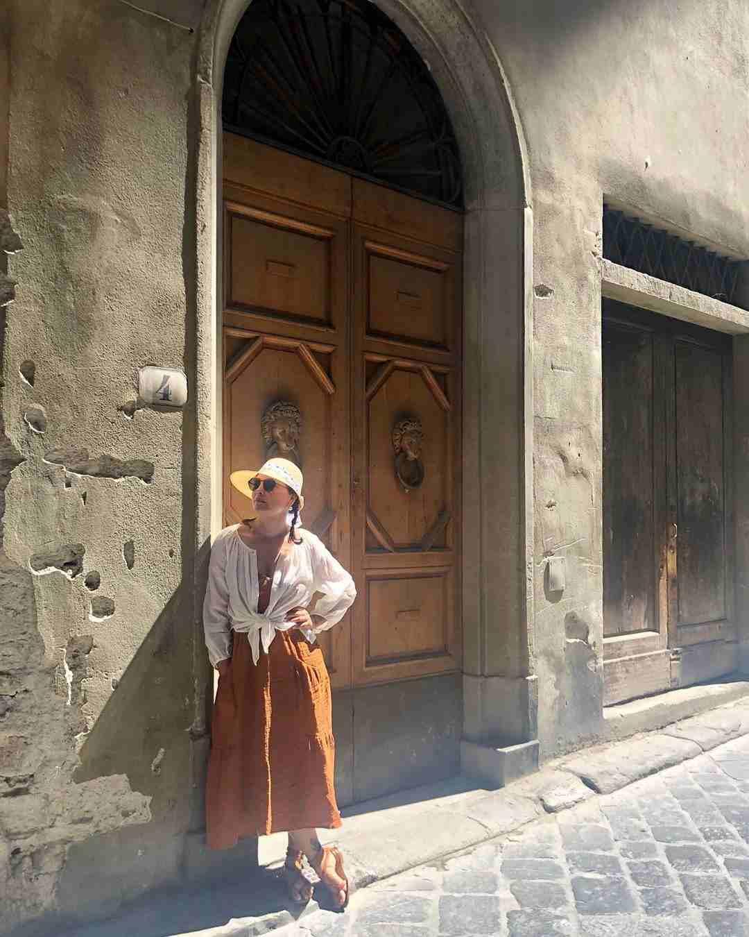 क्रोशियासोबतच भूपती कुटूंबाने फ्लोरेंस, इटली या देशांनाही भेट दिली. यावेळी तिने पांढऱ्या रंगाचं शर्ट, मस्टड रंगाचा जंपसूट घातला होता.