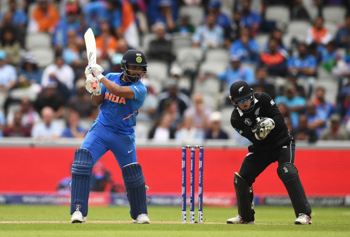 भारताचे 92 वर 6 गडी बाद झाले होते. त्यानंतर जड़ेजा आणि धोनीने शतकी भागिदारी केली होती. तर ऑस्ट्रेलियाचे 14 धावांवर 3 गडी बाद झाल्यानंतर शतकी भागिदारी झाली. मात्र, त्यानंतर पुन्हा डाव गडगडला.