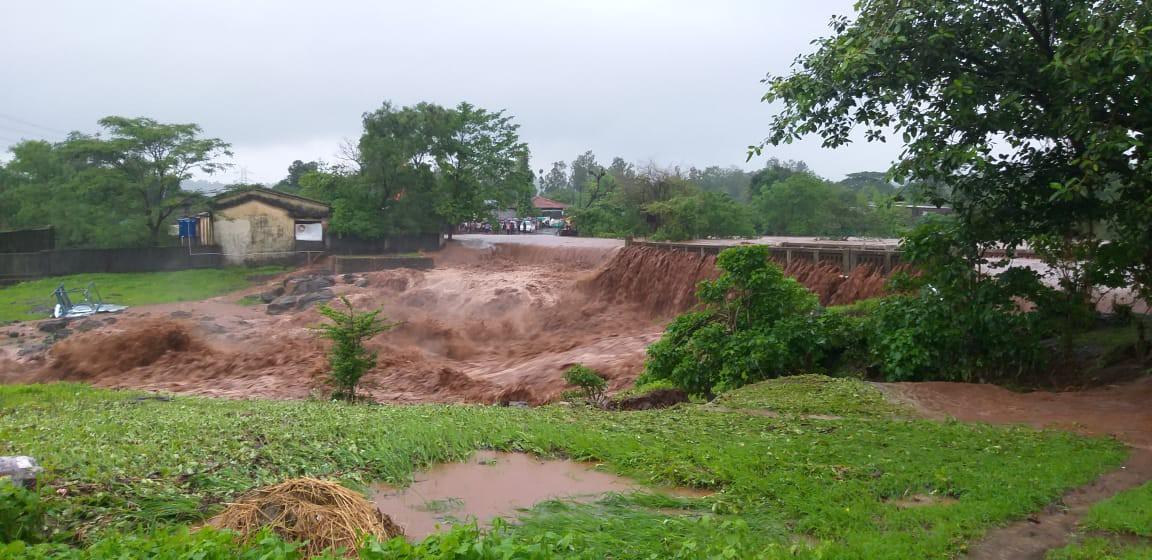 कोल्हापूर जिल्ह्यात पावसाचा जोर कायम आहे. कोल्हापूर जिल्ह्यातील 60 बंधारे पाण्याखाली गेले आहेत. गगनबावडा, चंदगडमध्ये अतिवृष्टी झाली आहे. राधानगरी धरण 60 टक्के भरलं आहे.