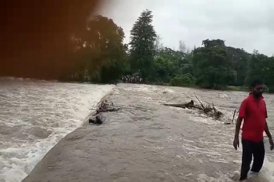 जिल्ह्यातील सर्वच भागात पावसाचा जोर असल्यामुळे आज पुन्हा मुंबई-गोवा महामार्गावरील वाहतुकीवर परिणाम होतो आहे.