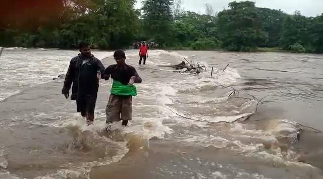 पंचगंगा नदीची पाणीपातळी 34 फुटांवर आली आहे. तर तिलारी, दाजीपूर भागात मुसळधार पावसाला सुरुवात झाली आहे.