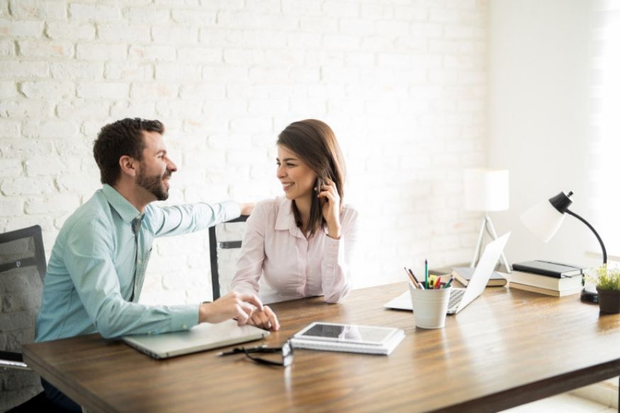 कॅनडामधील सर्वाधिक लोक हे आपल्या सोबत काम करणाऱ्या सहकर्मचाऱ्यासोबत प्रेम शोधण्याचा प्रयत्न करतात. तसेच 40 टक्के लोकांचा सर्वाधिक कल त्यांचं नातं मॅनेजमेंटला समजू नये याकडे असल्याचं या संशोधनात निदर्शनास आलं.