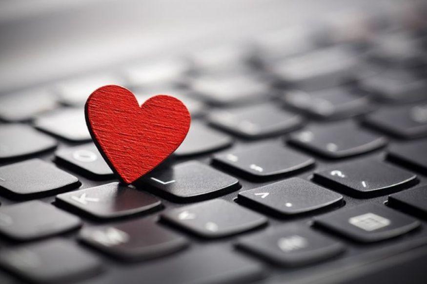 ऑफिसमध्ये झालेलं प्रेम जास्त काळ टिकत आणि अनेकदा ते खरं असतं. नुकत्याच झालेल्या एका सर्व्हेमध्ये, ऑफिसमधील जवळपास निम्मे कर्मचारी आपल्या सहकाऱ्यांसोबत रोमँटिक रिलेशनशिपमध्ये असल्याचा खुलासा झाला आहे.