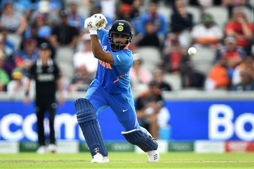 टीम इंडियाच्या चाहत्यांच्या नजरा खिळल्या आहेत त्या भारताचा युवा फलंदाज ऋषभ पंतवर. धोनीचा उत्तराधिकारी म्हणून पंतकडे पाहिले जाते. पंतनं आतापर्यंत 15 टी-20 सामन्यात एक अर्धशतक लगावत 233 धावा केल्या आहेत. तर, वेस्ट इंडिज विरोधात त्याला 4 सामन्यांचा अनुभव आहे.