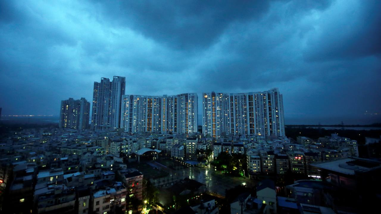 चीनमधील शेन्झेन हे शहराचं नाव यादीत आहे . यादीमध्ये हे शहर दहाव्या स्थानावर आहे. अभ्यासात समोर आलेल्या माहितीनुसार, आशियामध्ये वाढलेल्या परदेशी गुंतवणूकीमुळे वस्तू, सुविधा आणि निवास यांच्या गुणवत्तेमध्ये वाढ झाली आहे. (फोटो : Reuters)
