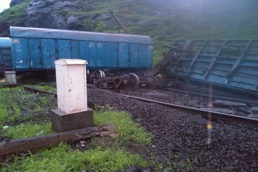 मुंबईकरांसाठी महत्त्वाची बातमी: मालगाडीचे डबे घसरले; मध्य रेल्वेने या एक्स्प्रेस गाड्या केल्या रद्द! Goods Train Derailed | Train Derailed | Mumbai-Pune train services | Mumbai-Pune | Karjat-Lonavala