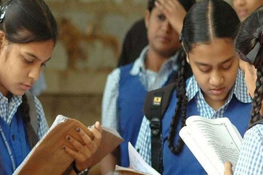 10 वी-12 वीच्या विद्यार्थ्यांची संपूर्ण परीक्षा फी माफ, शिक्षणमंत्र्यांची घोषणा