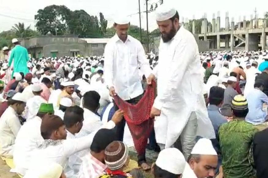 अनोखी ईद, नमाज पठण होताच पूरग्रस्तांच्या मदतीसाठी मुस्लीम बांधव सरसावले