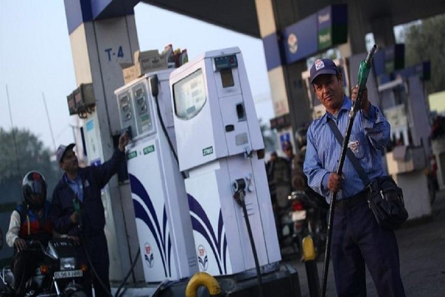 पेट्रोल-डीझेल झाले स्वस्त, 'हे' आहेत आजचे दर