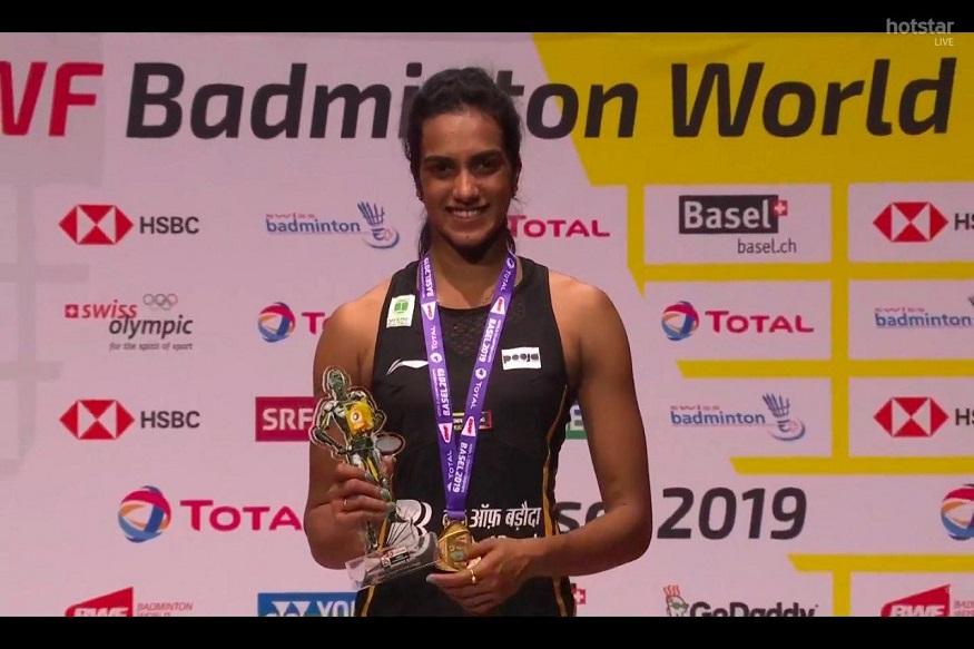 BWF World Championship : Happy Birthday अम्मा! सिंधूनं आईला दिले 'सुवर्ण' गिफ्ट