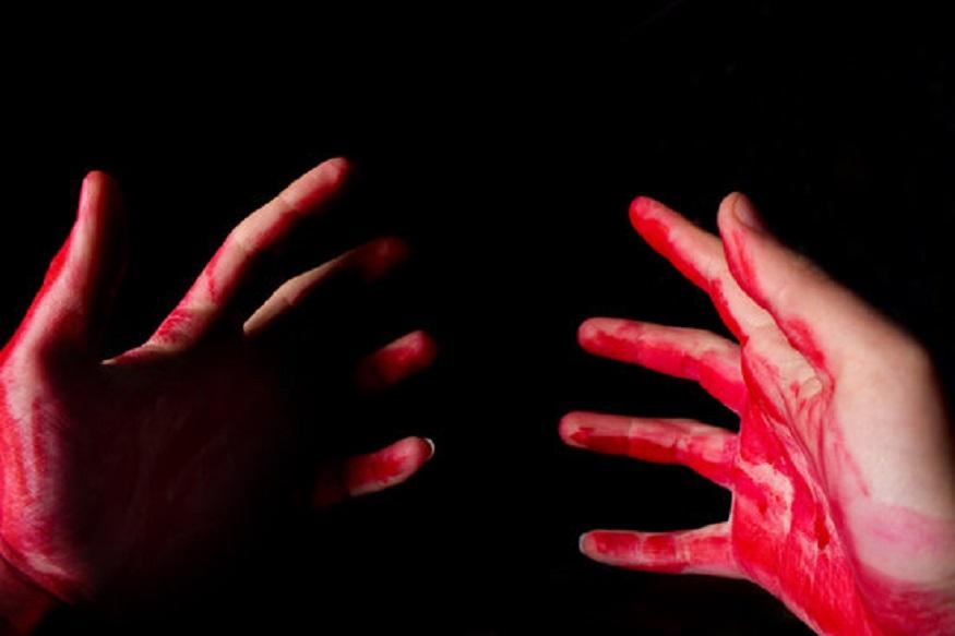 'आई तुझ्यावर सगळ्यात जास्त प्रेम करते' म्हणत भावाला मरेपर्यंत चाकूने भोसकलं!