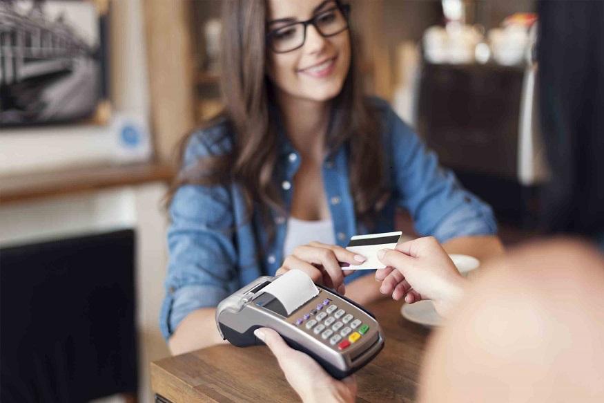तुमच्या क्रेडिट कार्डावर मिळणाऱ्या 'या' 5 सुविधा तुम्हाला माहीत आहेत का?