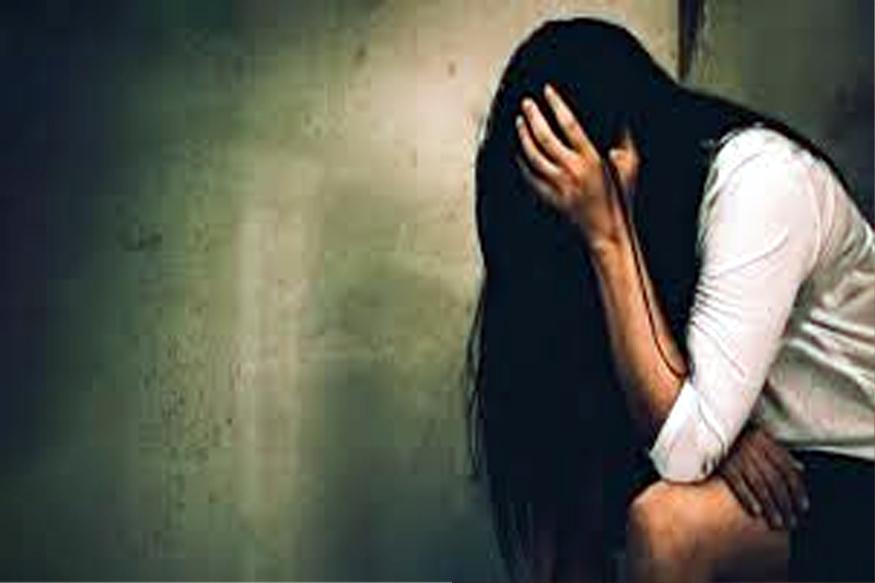 पतीसाठी नराधमांचं ऐकलं, तिघांनी महिलेवर बलात्कार करून शूट केला VIDEO