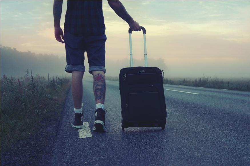 Travel Tips: एकट्याने फिरण्याचा करताय प्लॅन, तर कधीही करू नका ही चूक