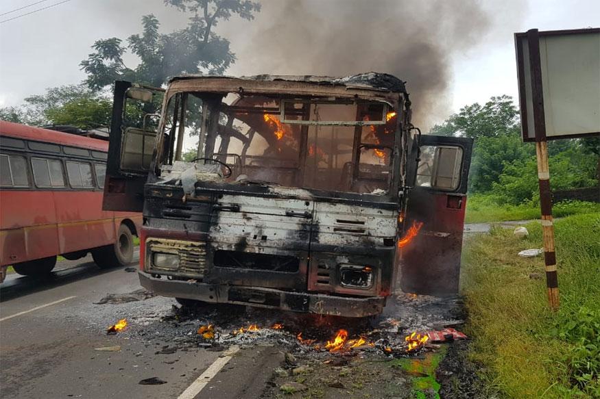 मुंबई-गोवा महामार्गावर एसटी बसला भीषण आग, 60 प्रवासी बचावले