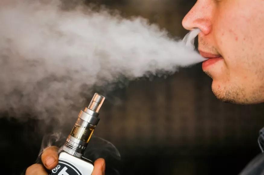 ई सिगरेट पिणाऱ्यांनो सावधान, इतकी वर्षं जावं लागेल तुरुंगात