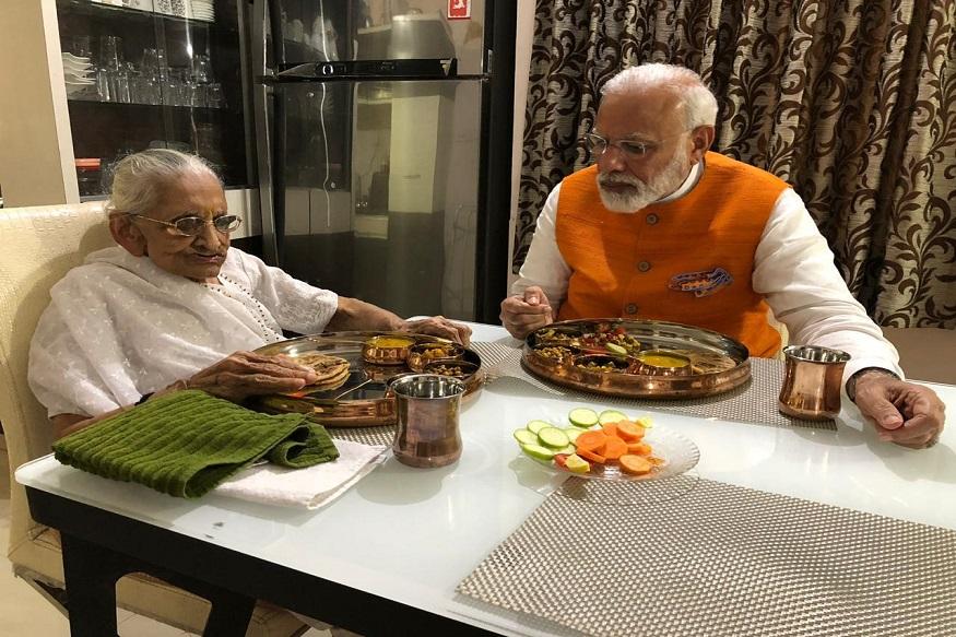 आईने दिलेल्या 'या' अमूल्य भेटीने गहिवरले पंतप्रधान नरेंद्र मोदी!