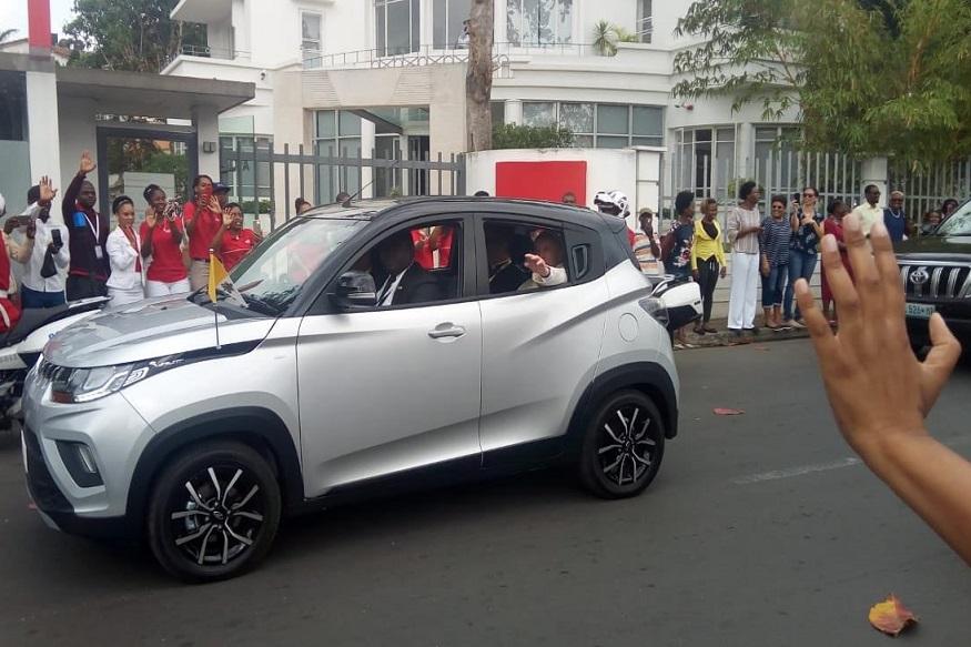 VIDEO : भारतीय गाडीची सर अलिशान गाड्यांना नाही, पोप बसले 'या' कारमध्ये