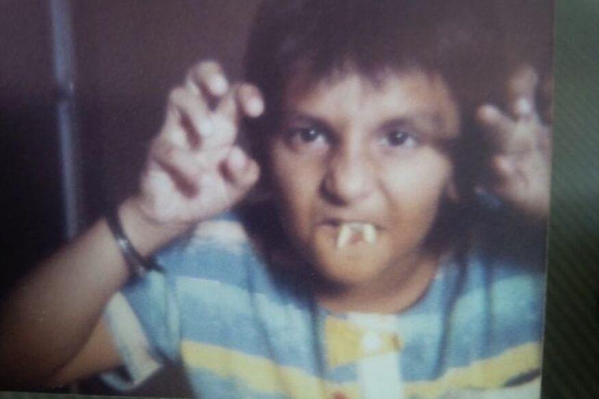 बॉलिवूड सुपरस्टारनं शेअर केला थ्रोबॅक फोटो, ओळखा पाहू कोण आहे 'हा' अभिनेता
