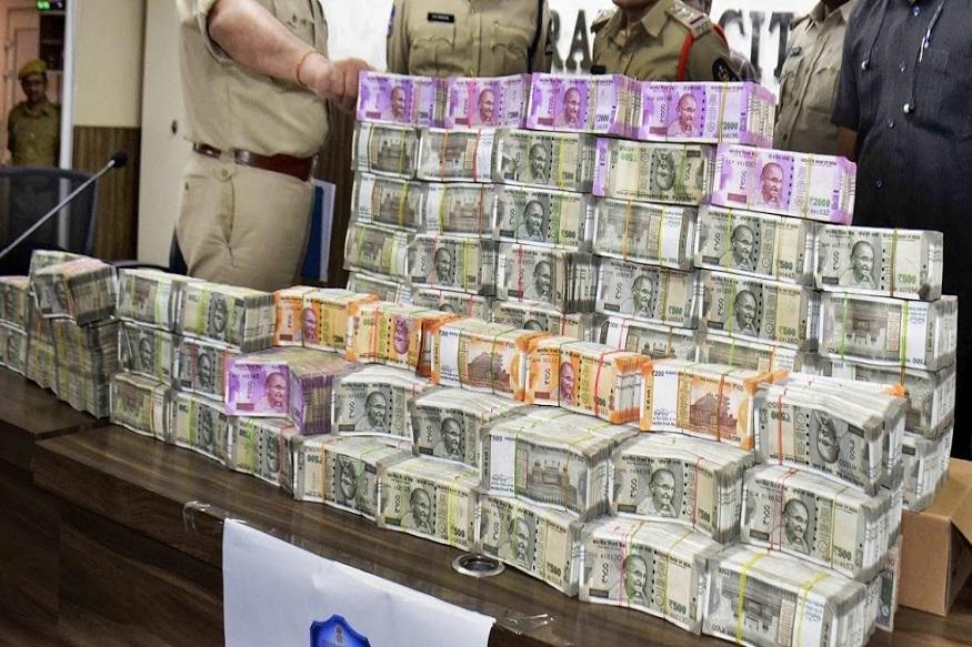 हे पैसे कुणाचे? निवडणुकीचा माहोल, गुजरात मेलमधून तब्बल साडे सात कोटी जप्त