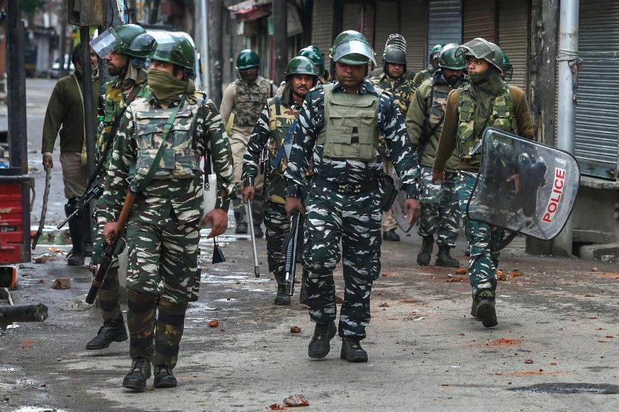 काश्मीरमध्ये दहशतवादी हल्ला,14 पेक्षा जास्त जण जखमी असल्याची भीती