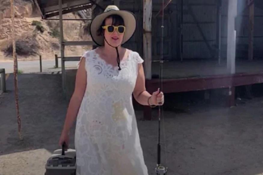 दररोज लग्नाचा ड्रेसच घालते ही महिला, कारण ऐकून तुम्हीही कराल कौतुक!