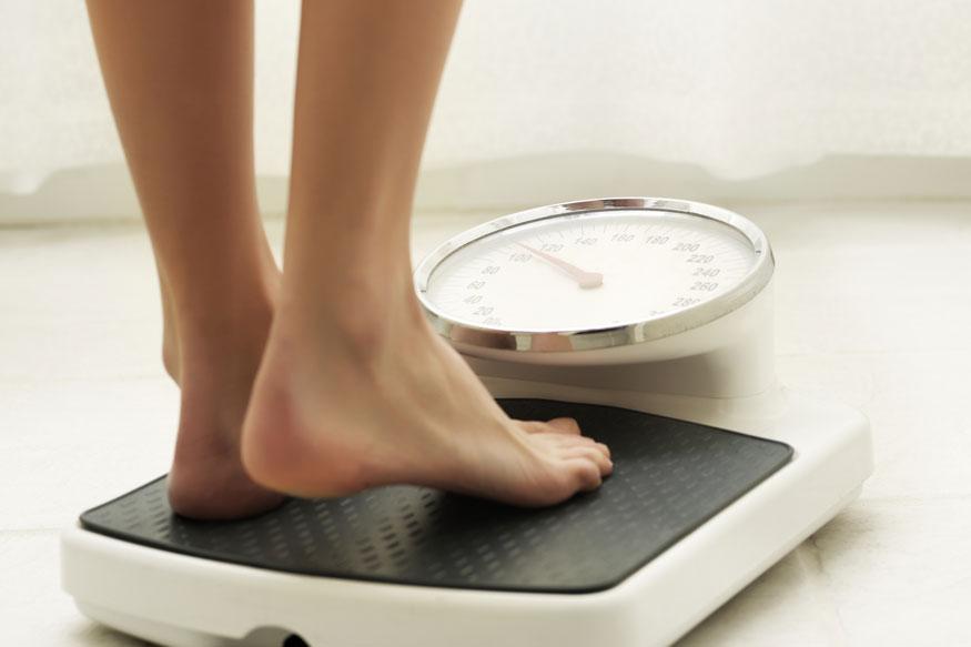 हायफाय डाएटने नाही, तर या 5 गोष्टी केल्यात तर कधीच नाही वाढणार वजन