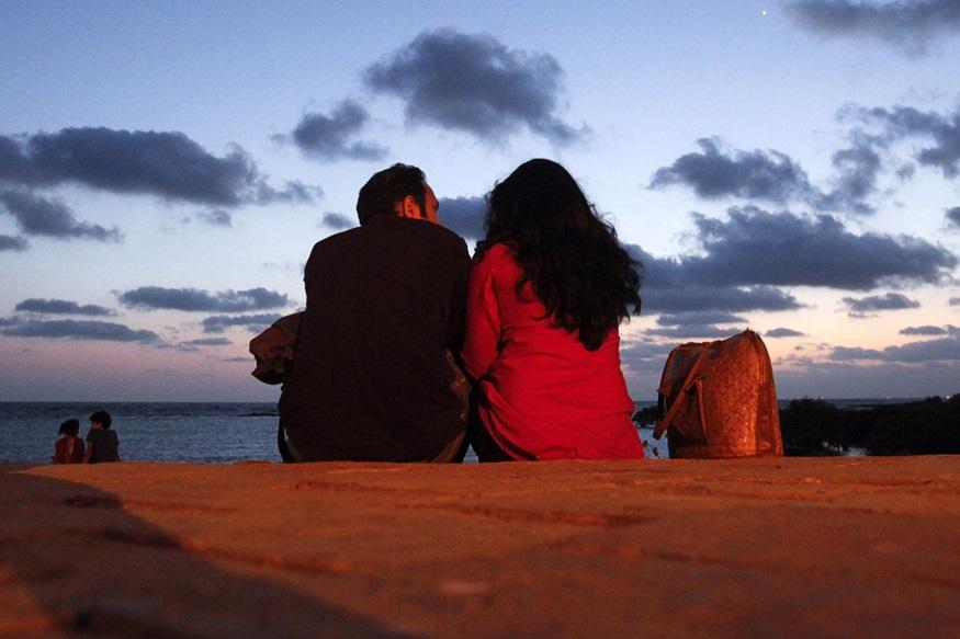 अविवाहित जोडप्यांना हॉटेलमध्ये एकत्र राहता येणार, 'या' मुस्लिम देशाचा क्रांतिकारी निर्णय
