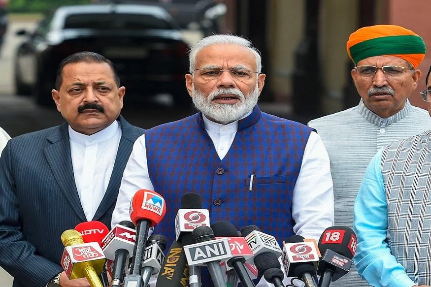 महाराष्ट्रात सत्तेची समीकरणं जुळत असताना पंतप्रधान नरेंद्र मोदींनी केलं राष्ट्रवादीचं कौतुक!