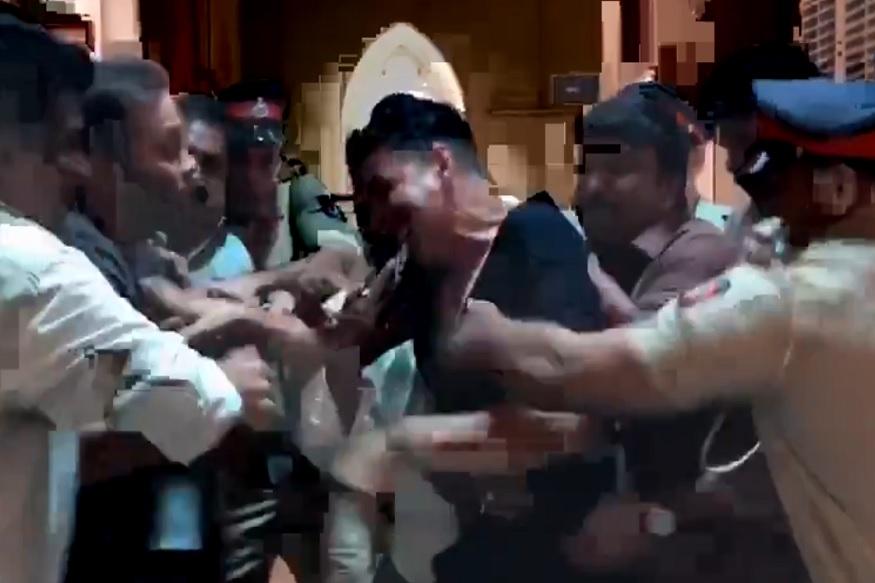 अक्षय कुमार आणि रोहित शेट्टींमध्ये हाणामारी VIDEO व्हायरल