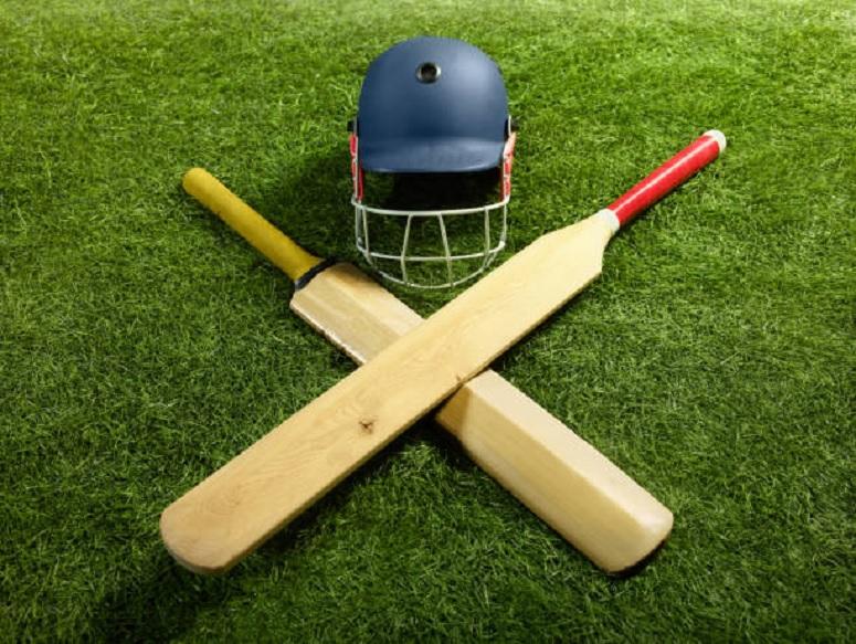 सोशल मीडियावरची पोस्ट पडली महागात, एका फोटोनं संपवलं क्रिकेटपटूचं करिअर