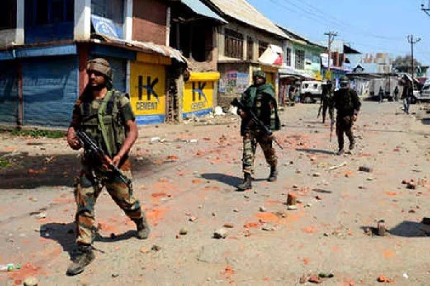 जम्मू काश्मीरमध्ये सैन्याच्या ताफ्यावर हल्ला, 1 जवान शहीद, दोन जखमी