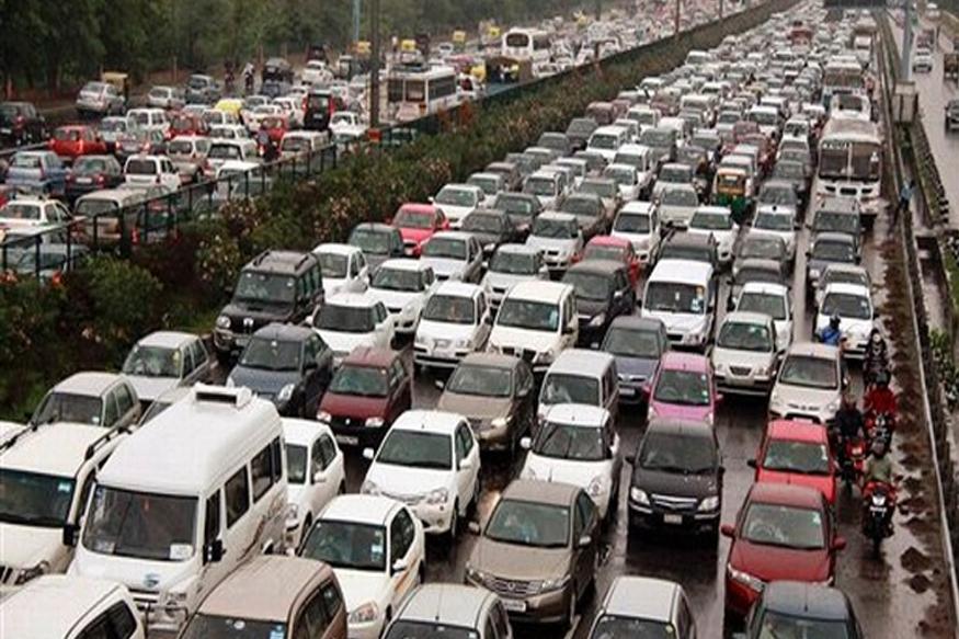 कार वापरणाऱ्यांमध्ये मुंबईकरांचा असाही रेकॉर्ड, वाहतूक कोंडीचं काय?