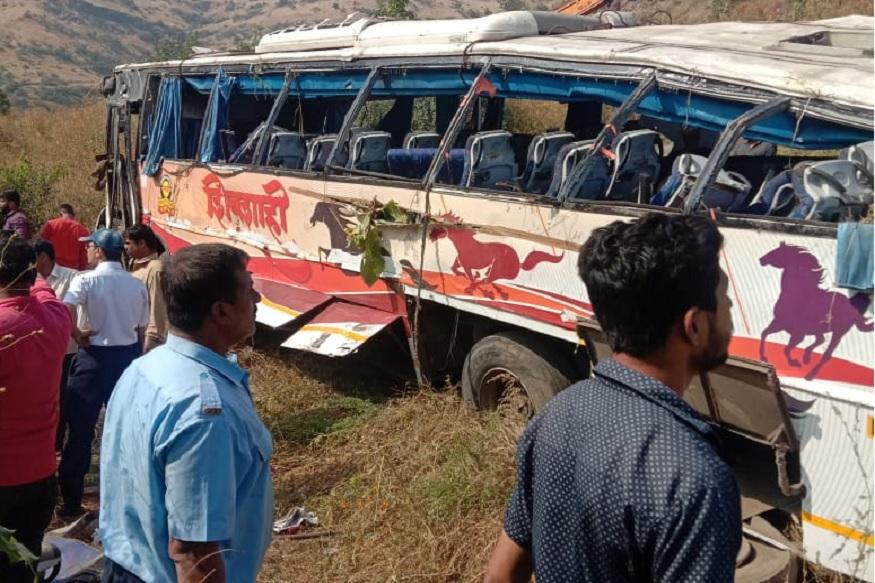 शिवशाही बस कात्रज घाटात 25 फुट खोल दरीत कोसळली, अपघातात 2 प्रवाशांचा जागीच मृत्यू