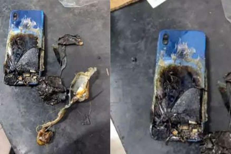 टेबलावर ठेवला होता Xiaomi चा फोन, लागली अचानक आग!