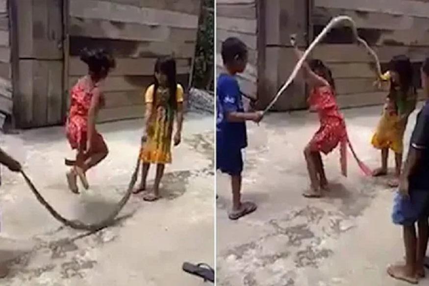 चक्क सापासोबत दोरी उड्या, लहान मुलांचा भयानक VIRAL VIDEO
