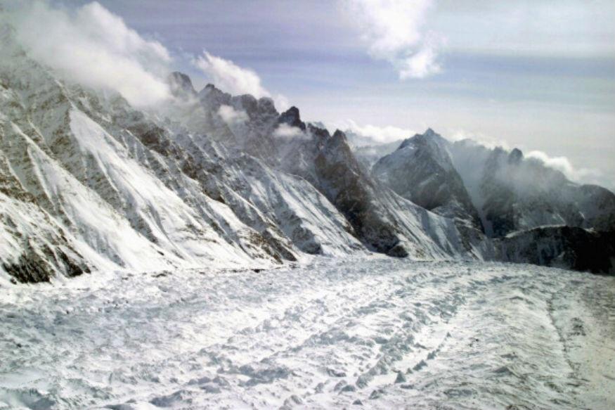 सियाचीनमध्ये हिमकडा कोसळल्याने 4 जवानांसह 6 जणांचा मृत्यू